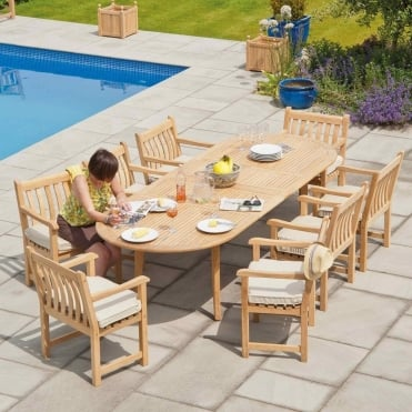 Roble Broadfield Extending Oval 8 Seater Dining Set