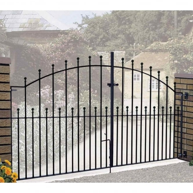 Burbage Manor Ball Top Arched Double Driveway Gate