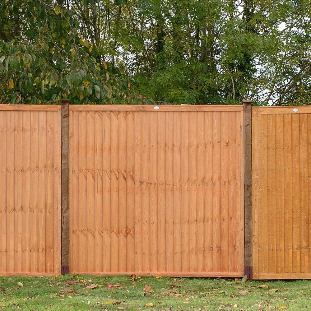 Grange vertical board fence panel gardenstreet for Vertical garden panels