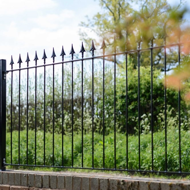 Metpost Montford Spear Top Fence