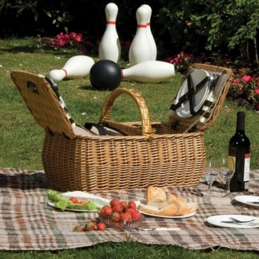 Rounded Willow Picnic Hamper 4 Person